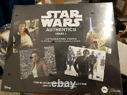2019 TOPPS STAR WARS AUTHENTICS AUTOGRAPHED box 8 X 10 PHOTOS with card sealed