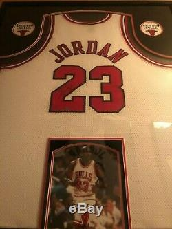 Michael Jordan Chicago Bulls Framed Signed Jersey AND picture, UD authenticated