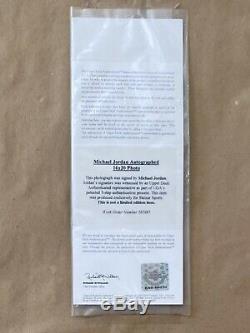 Michael Jordan Signed Cradle Dunk 16x20 Framed UDA- Upper Deck Authenticated
