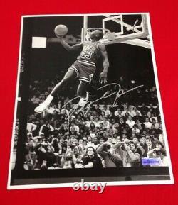 Michael Jordan UDA Upper Deck Authentic Autographed 8.5x11 Black & White Photo
