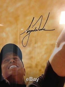 Tiger Woods Autographed 16x20 Photograph Upper Deck Authenticated Framed