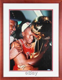 Bulls Michael Jordan Authentique Signé 16x20 Photo Encadrée Autographié Bas # A76331