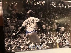 Hank Aaron Autographed Hit 16x20 Photo Steiner Et Mlb Assermentée