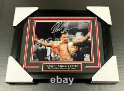 Iron Mike Tyson Authentic Signé Autographié 8x10 Belt Photo Encadré Bas Coa