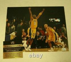 Kobe Bryant A Signé 8x10 Photo Avec Coa Certifié Autograph Lakers Authentics