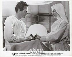 Main Hepburn Audrey Autographe Signé Arrière Photo 8 X 10 L'histoire Nun`s