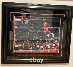 Michael Jordan 1988 Slam Dunk Autographié Photo Ud Authentifiée