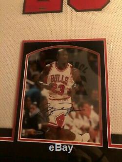 Michael Jordan Chicago Bulls Encadré Signée Jersey Et L'image, Ud Authentifié