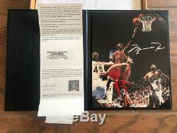 Michael Jordan Signé 8x10 Premier Match Avec Upper Deck Assermentée Uda Coa