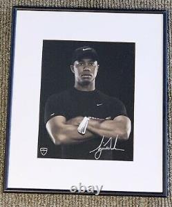 Tiger Woods Original Autographed Nike Golf Photo. Jsa Authentifié, Loa